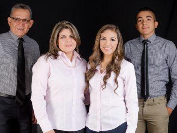 Pastor y Familia.